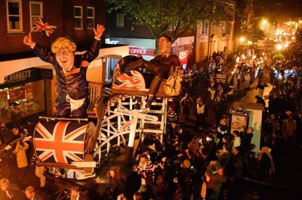 Зажигай! Ночь Гая Фокса в Великобритании прошла ярко и горячо