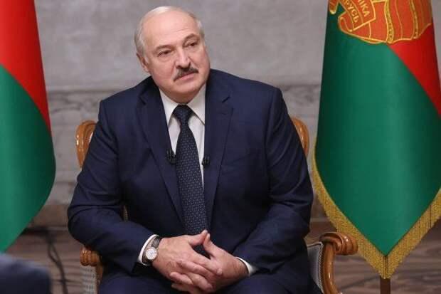 Лукашенко: протестами в Беларуси управляют США через центры в Польше, Чехии и Украине
