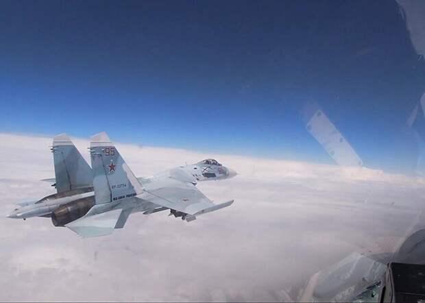 Истребитель Су-27 вылетал на перехват самолетов США у южных границ РФ