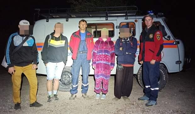 Крымские спасатели эвакуировали туристов с горы Демерджи