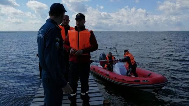 Туристов унесло на надувном круге в море