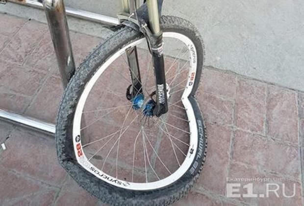 Автохам осужден за наезд на велосипедиста на тротуаре