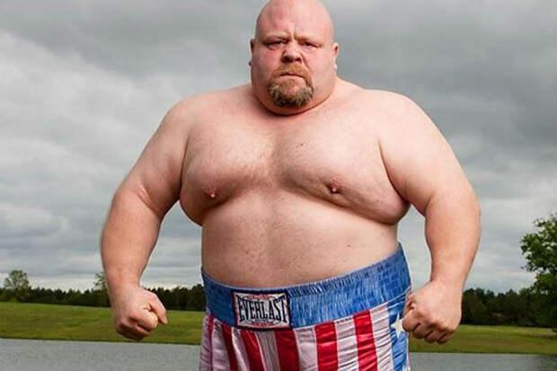 Самоуверенный ММА-боец бросил вызов толстяку и поплатился