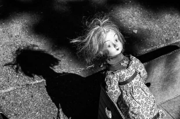 Брошенная кукла.