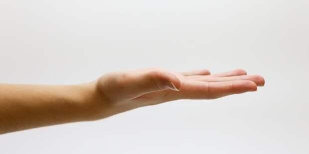 Девушка отпилила себе руку ради страховки