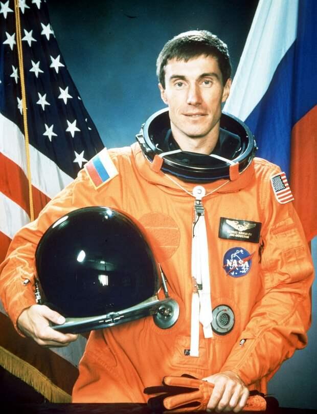 Крикалев все-таки слетал на шаттле. Но на американском. Первым из российских космонавтов Фото: фотохроника ТАСС.