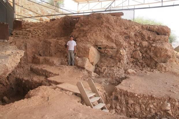 Загадки пещеры Кесем: возможно, древние люди поклонялись лебедям