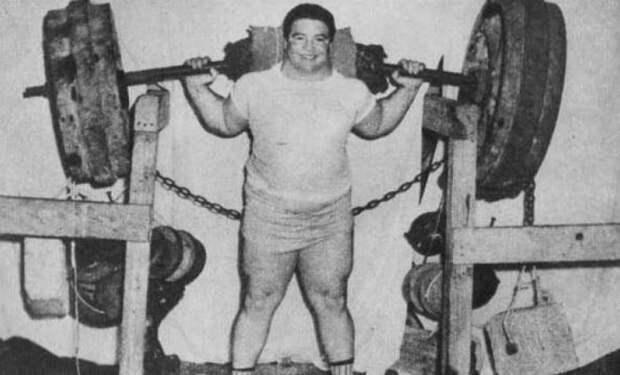 Самые сильные люди планеты: поднял штангу весом почти 3 тонны