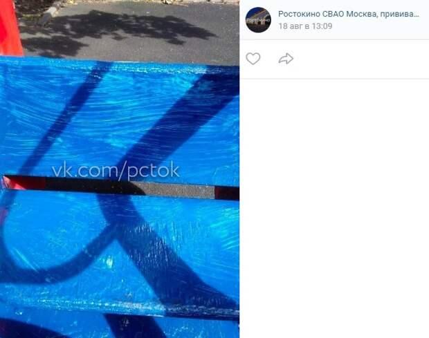 Жителей не предупредили  об окрашенной на Бажова детской площадке