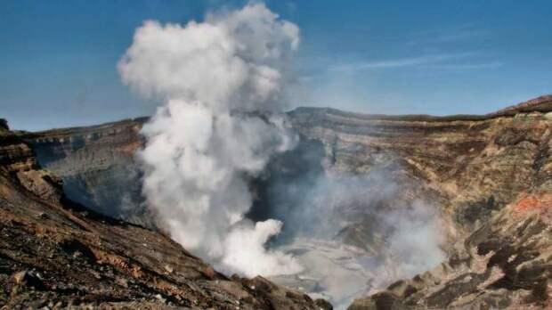 В Японии произошло извержение одного из крупнейших вулканов в мире