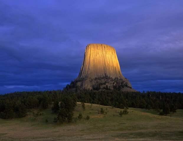 Башня Дьявола в США. Что это за жуткий объект?