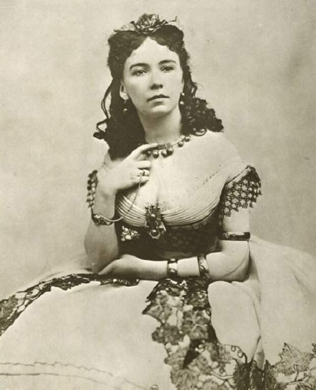 Кора Перл – порочная куртизанка XIX века, которую первой «подали» голой на серебряном блюде