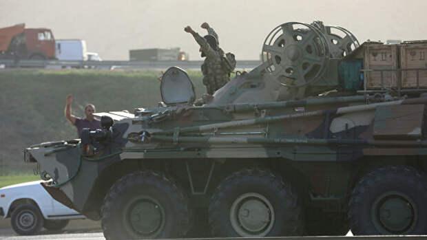 Военнослужащие армии Азербайджана на бронетранспортере в Баку