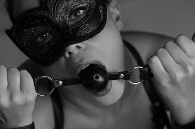 Запах пота, удушение, секс впубличных местах: 10 главных фетишей среди женщин