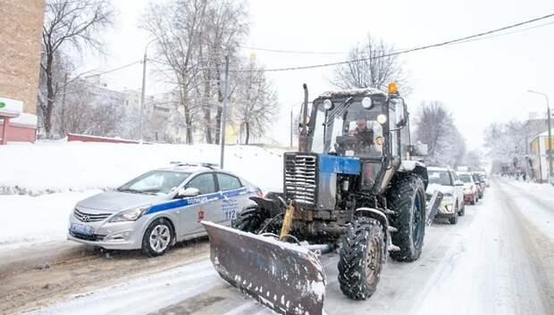 54 единицы спецтехники вывели на дороги Подольска для уборки снега