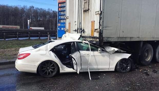 Подросток управлял автомобилем Merсedes, столкнувшимся с фурой в Подольске