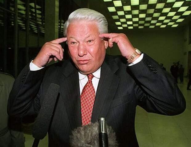 В сети появилось видеоинтервью Ельцина, взятое в 1990 году в поезде Москва — Рига