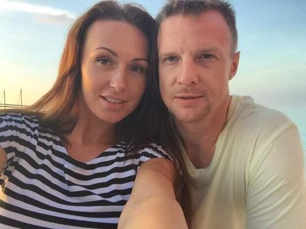 Жена футболиста Малафеева удивила соцсети снимком своей лысой головы