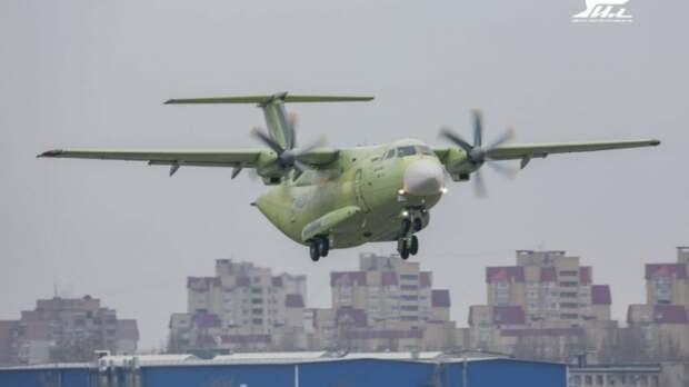 Новейший российский легкий военно-транспортный самолет Ил-112В успешно совершил первый полет