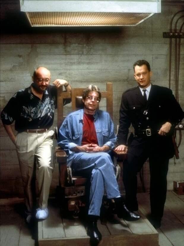 Фрэнк Дарабонт, Стивен Кинг и Том Хэнкс на съёмках «Зелёной мили».