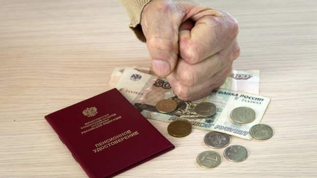Неработающим пенсионерам вообще невыносимо: Заслуженная артистка России - о премиях чиновникам
