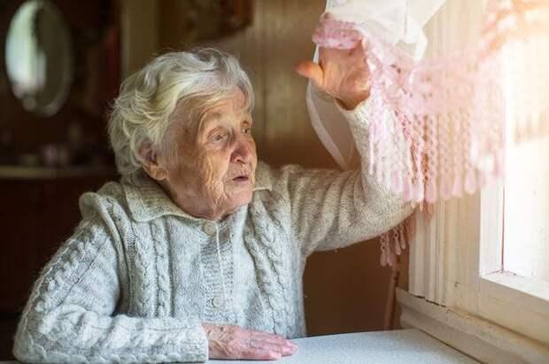 Попытки завладеть дорогими метрами происходят в Москве постоянно. Есть аферисты, которые зомбируют жертв с помощью гипноза, есть те, кто увозит одиноких пенсионеров в глухую деревню.