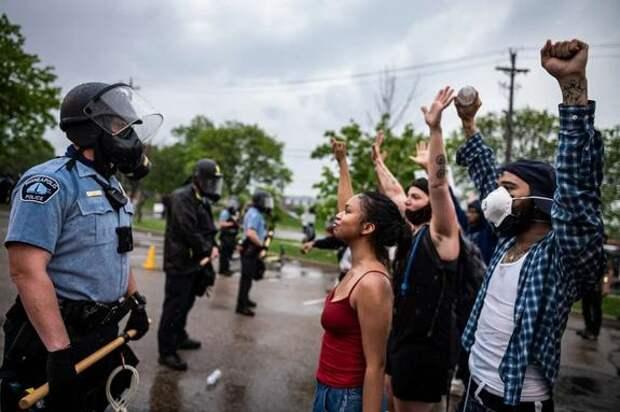 В США силовики признали вину за насилие на протестных акциях