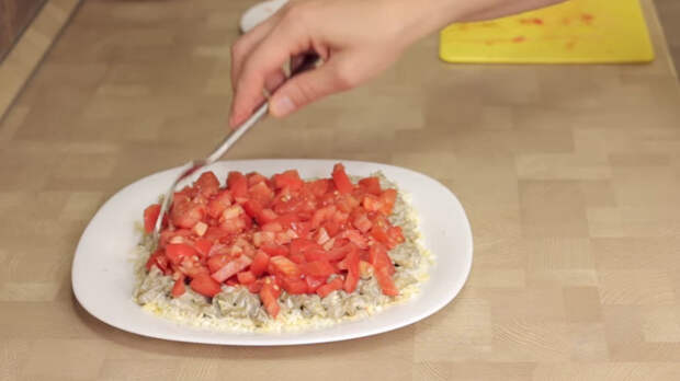 Загадочный салат из баклажанов с сыром и помидорами Салат из баклажанов, Салат с сыром, Рецепт, Видео рецепт, Кулинария, Еда, IrinaCooking, Видео, Длиннопост