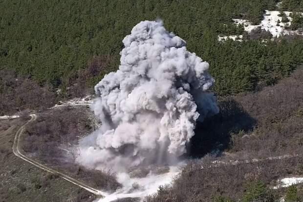 В Севастополе взорвали сразу семь найденных в городе авиабомб