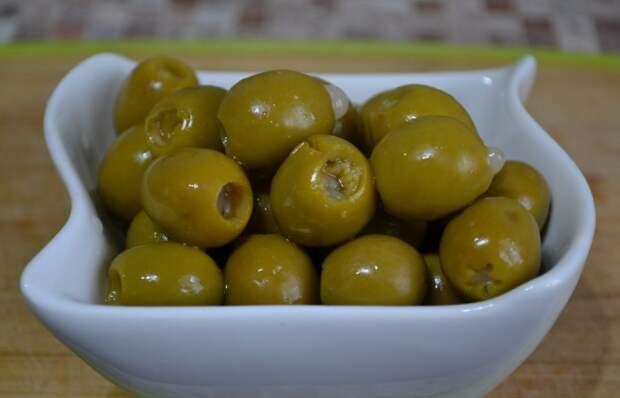 Не путайте зеленые оливки с черными маслинами / Фото: irecommend.ru