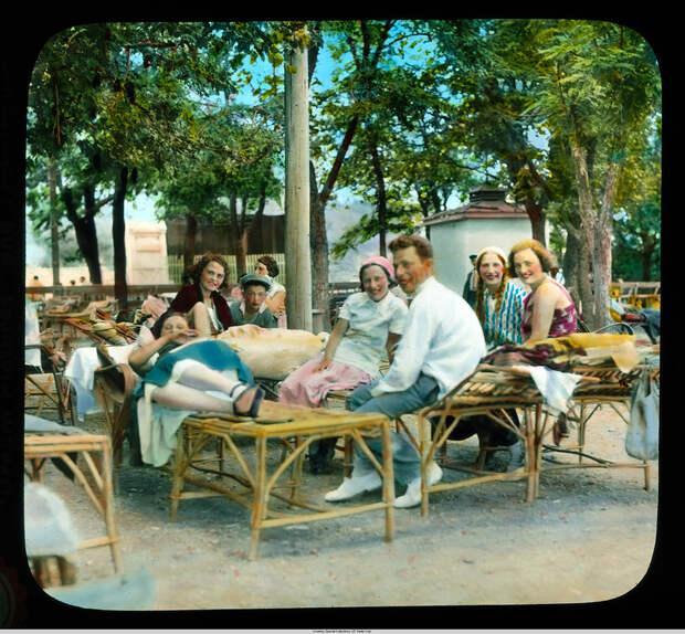 18. Мужчины и женщины на пляже Ланжерон.