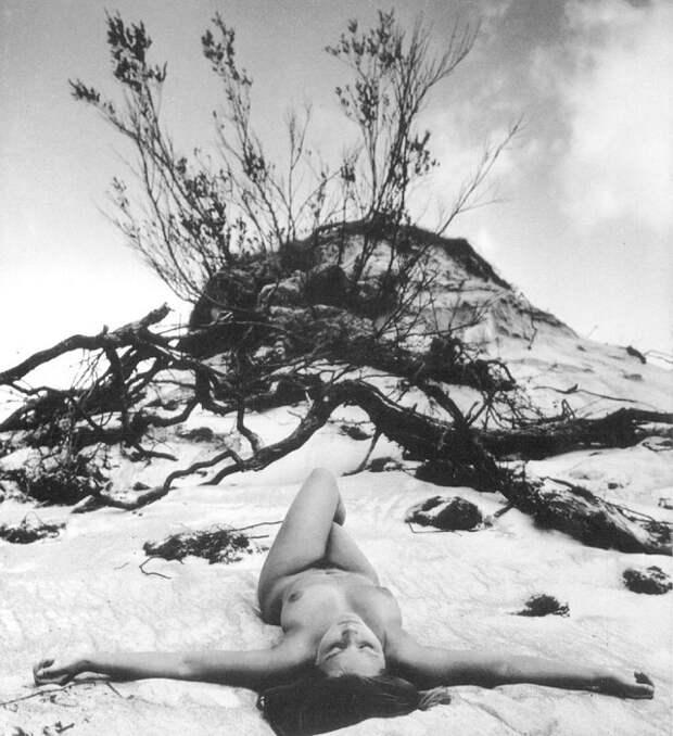 Работа над книгой-альбомом заняла у литовского фотографа многие годы – автор самостоятельно делал фотографии, писал текст и создавал макет.