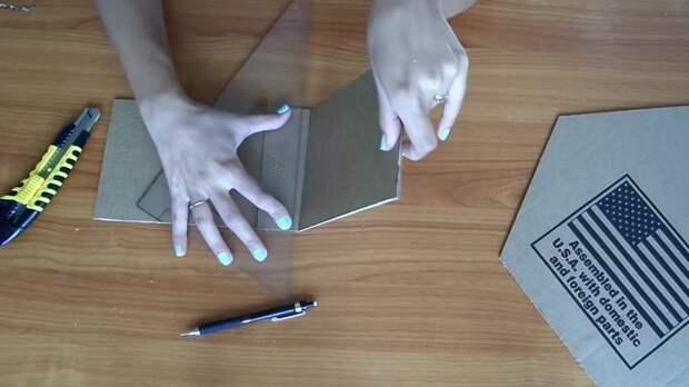 Девушка взяла обычные картонные коробки и превратила их в модные полки