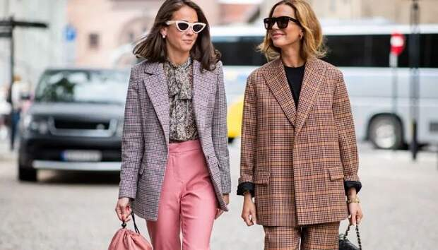 Как правильно носить классические вещи и не выглядеть старше своих лет