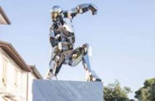 В Италии установили памятник Железному человеку