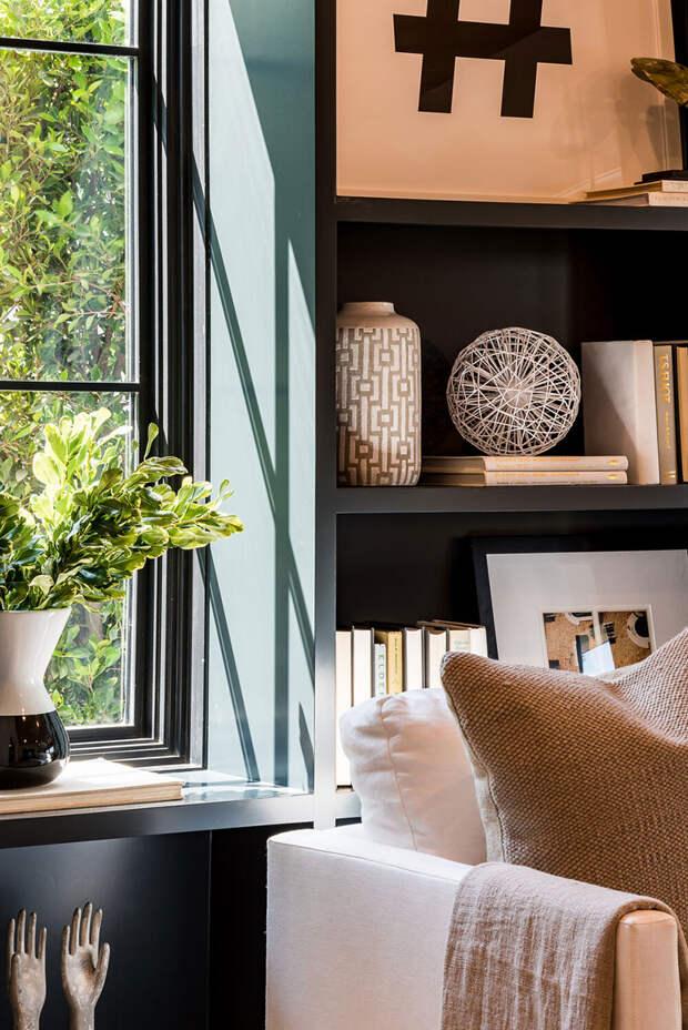 Уютный чёрно-белый интерьер дома в Калифорнии