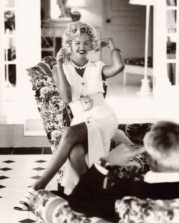 Шарлиз Терон в образе Мэрилин Монро.