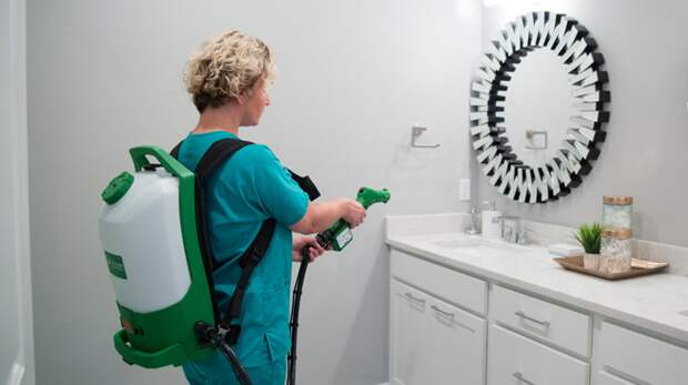 Разница между очисткой, дезинфекцией и санитарной обработкой