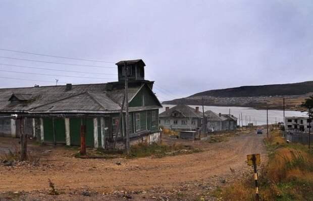 Был построен поселок для рабочих.