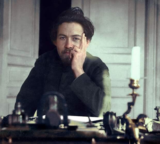А.П Чехов в декабре 1890 года. Одному из самых известных драматургов мира 30 лет.