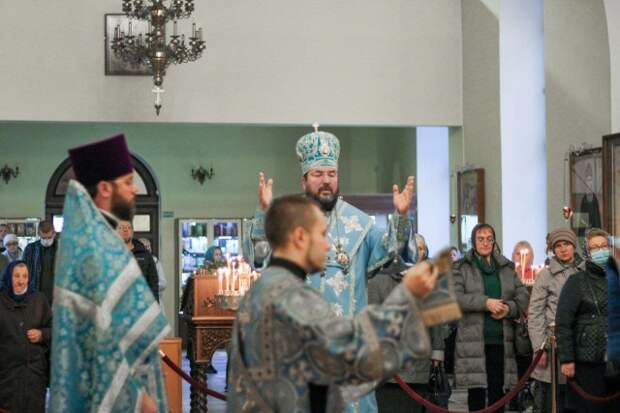 Торжественное богослужение состоялось в Никольском кафедральном соборе в праздник Рождества Пресвятой Богородицы.