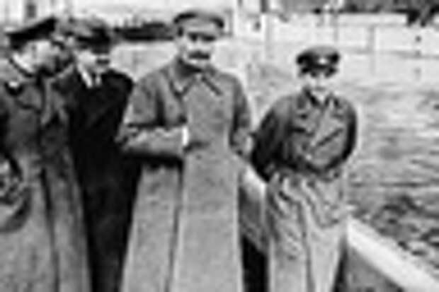 Климент Ворошилов, Вячеслав Молотов, Иосиф Сталин и Николай Ежов