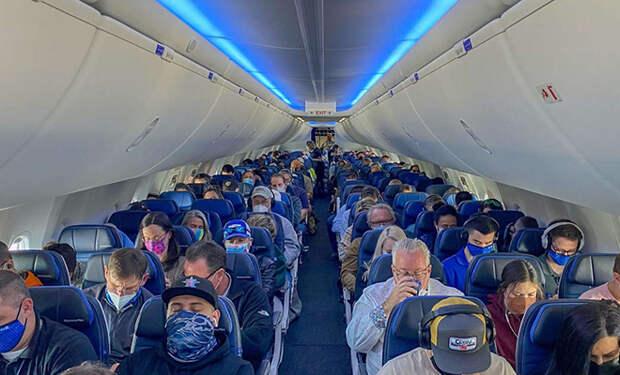 Женщина 19 лет летала на самолетах бесплатно, делая вид, что заходит с другими людьми за компанию