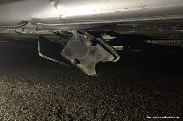 """На трассе кузов пробил металлический предмет. Водитель: """"К кому обращаться?"""""""