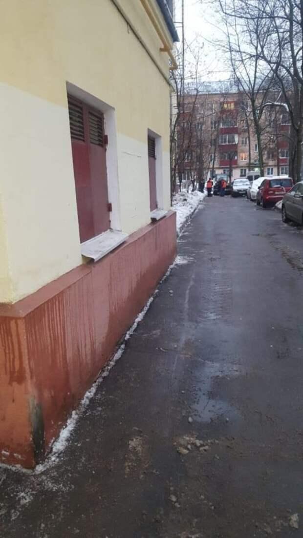 Уборку территории на Академика Ильюшина, 4 взяли на контроль — управа