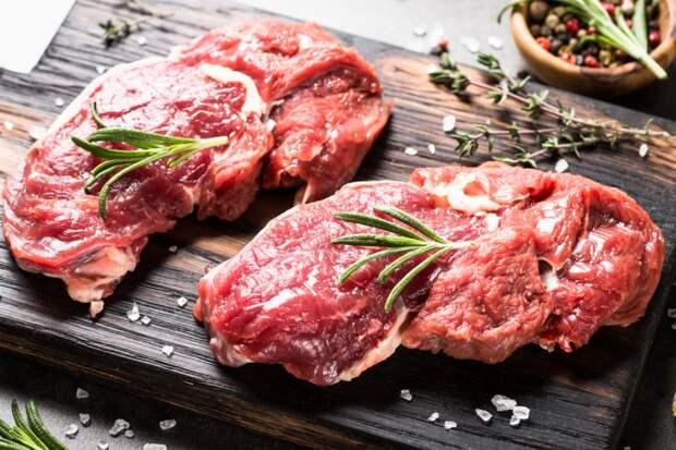 Онколог заявил, что употребление красного мяса увеличивает риск развития рака кишечника