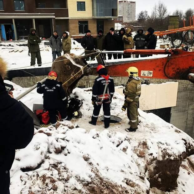 Мужчина упал в 5-метровый колодец на одной из строек в Ижевске