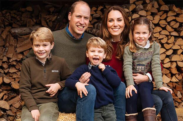 Бургеры и картошка: Кейт Миддлтон и принц Уильям с детьми сходили на обед в сельский паб
