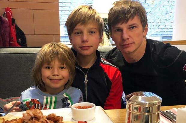 Андрей Аршавин подал в суд на мать своих троих детей Юлию Барановскую. Он хочет уменьшить  алименты
