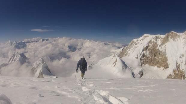 Три альпиниста из России пропали на территории Непала